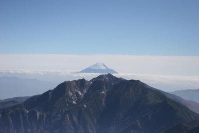 東駒ケ岳(甲斐駒ケ岳)山頂より