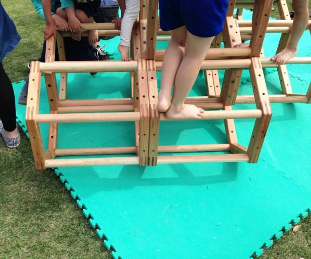 木製の遊具(2)