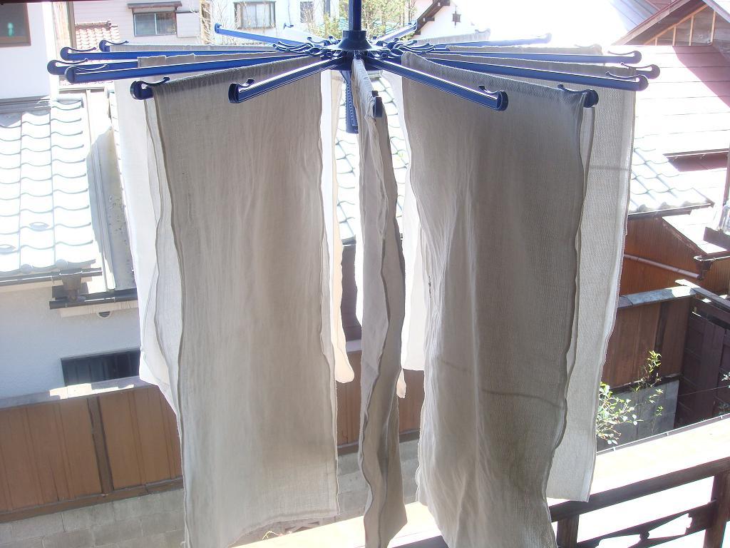さらしの布のおむつを洗って干したところ。